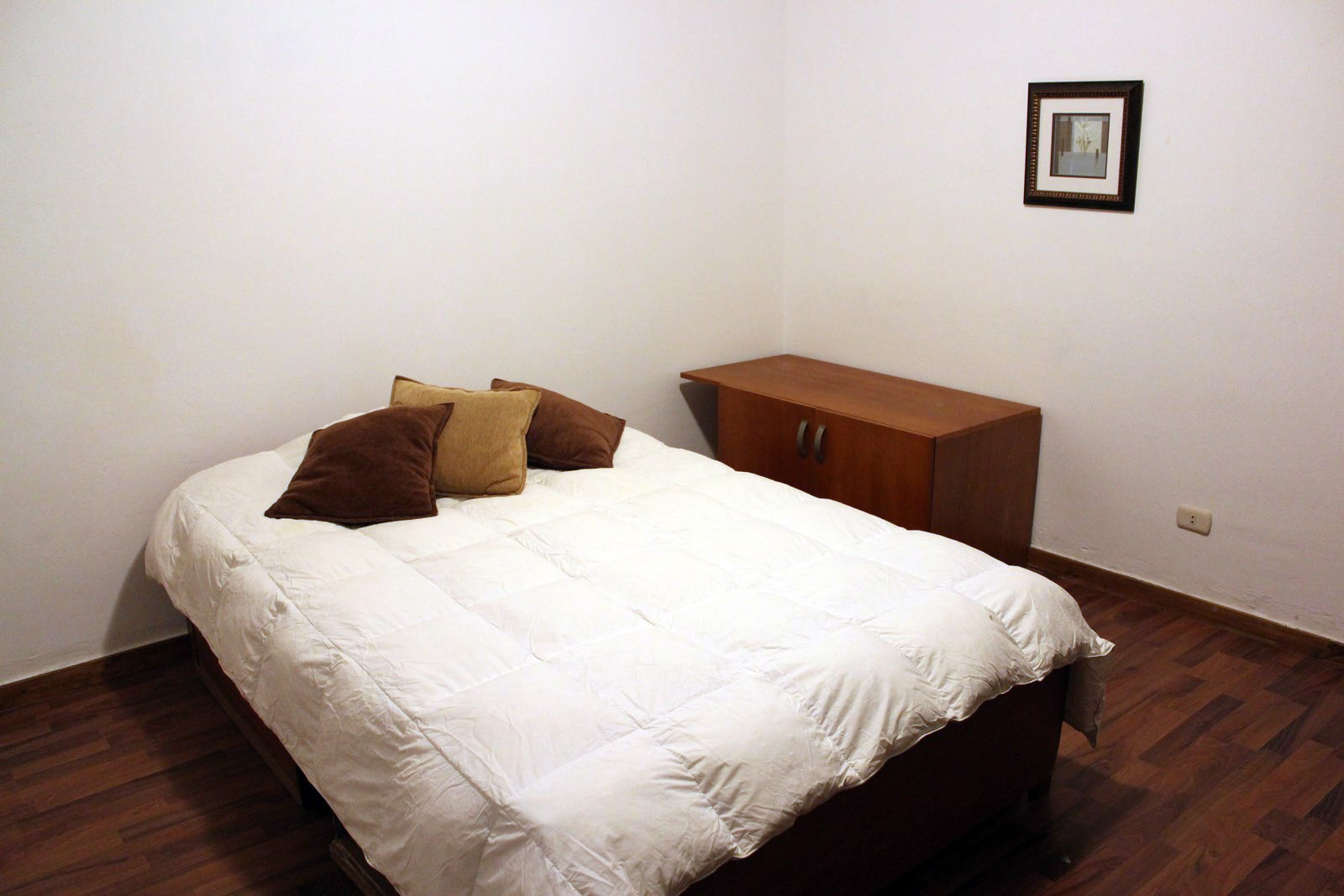 Big White house accommodation   Room for rent Lima
