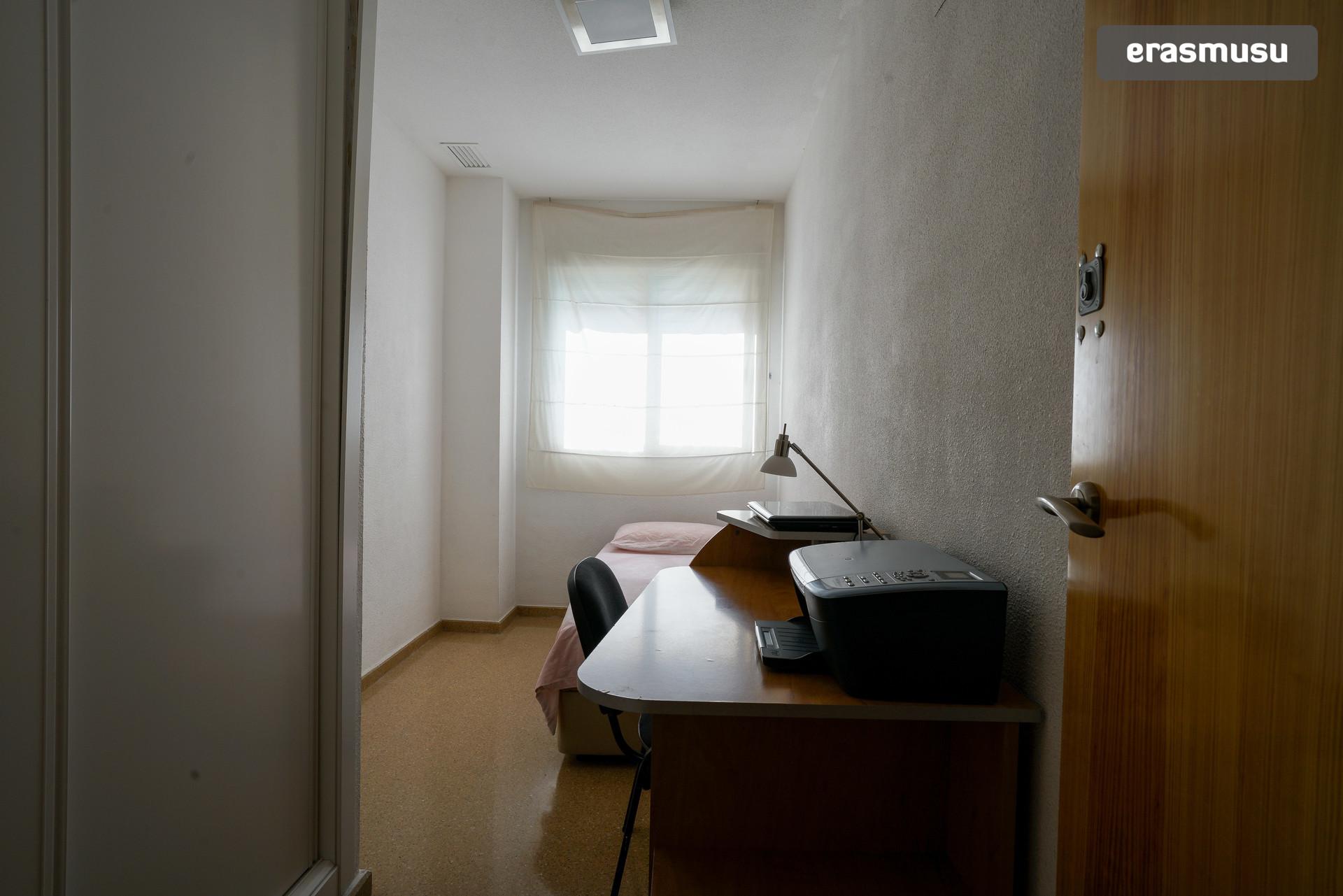 bonita-y-luminosa-habitacion-cama-doble-