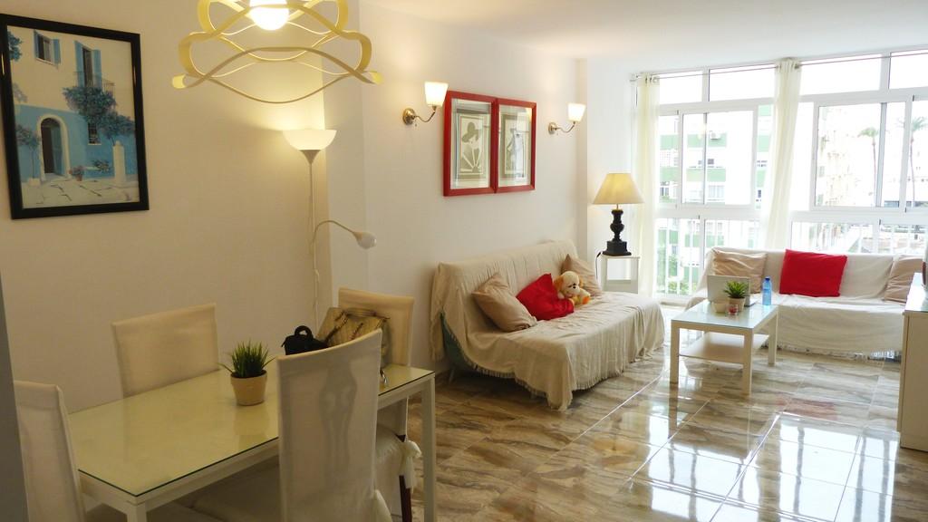 Bonito y luminoso piso totalmente reformado en cadiz for Pisos bonitos decorados
