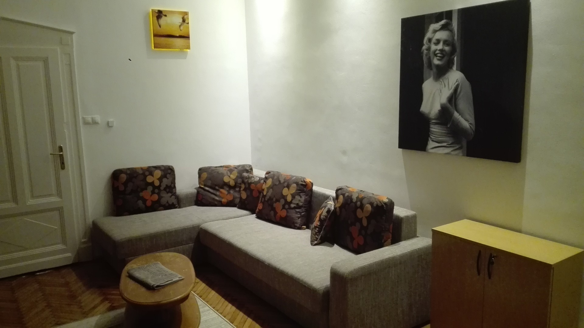 brand-new-refurbished-modern-elegant-apartment-located-right-heart-city-17214c926f2954002f7b96cb904f3bc6