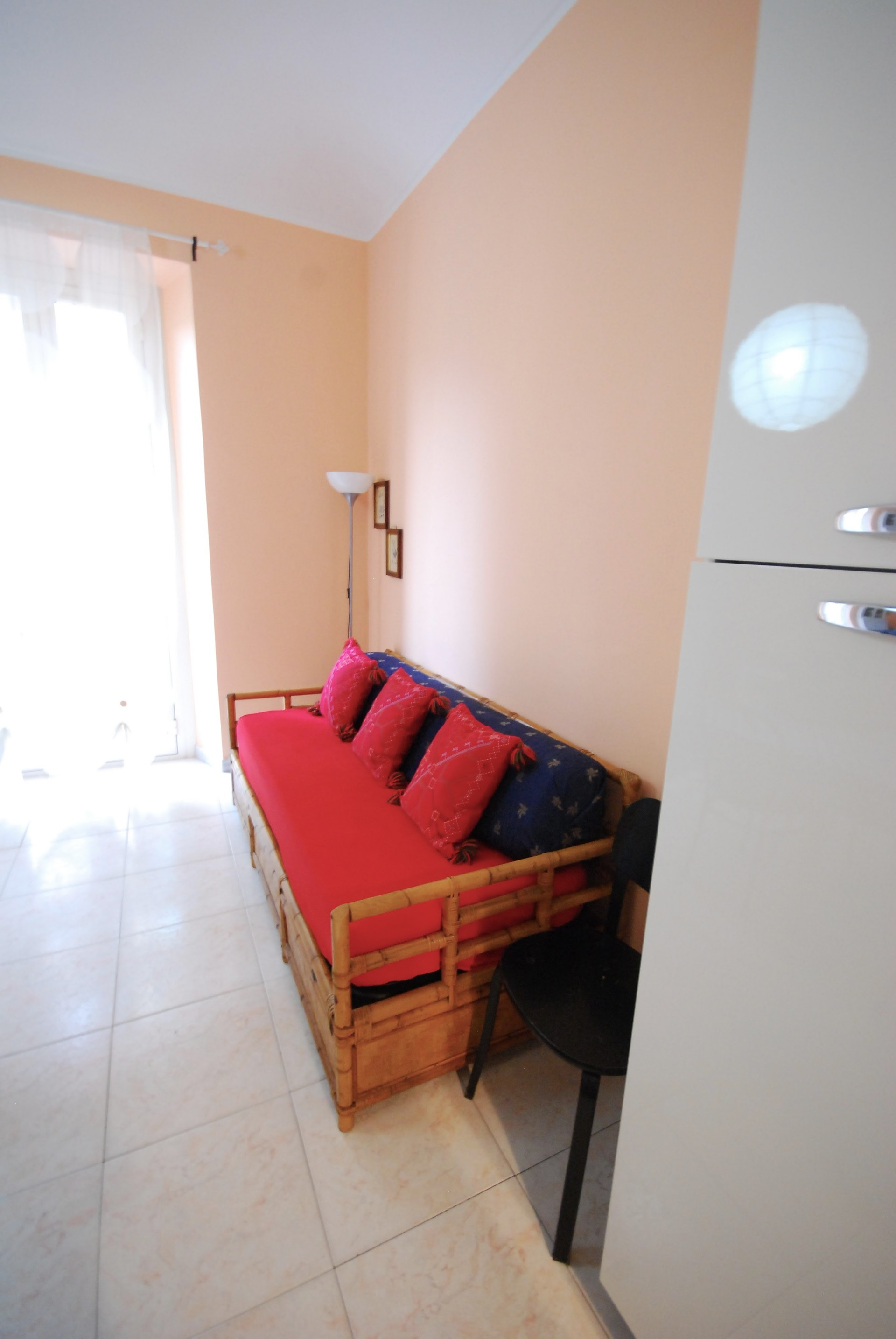 Bright and cozy apartment 10 minutes from the metro station racc