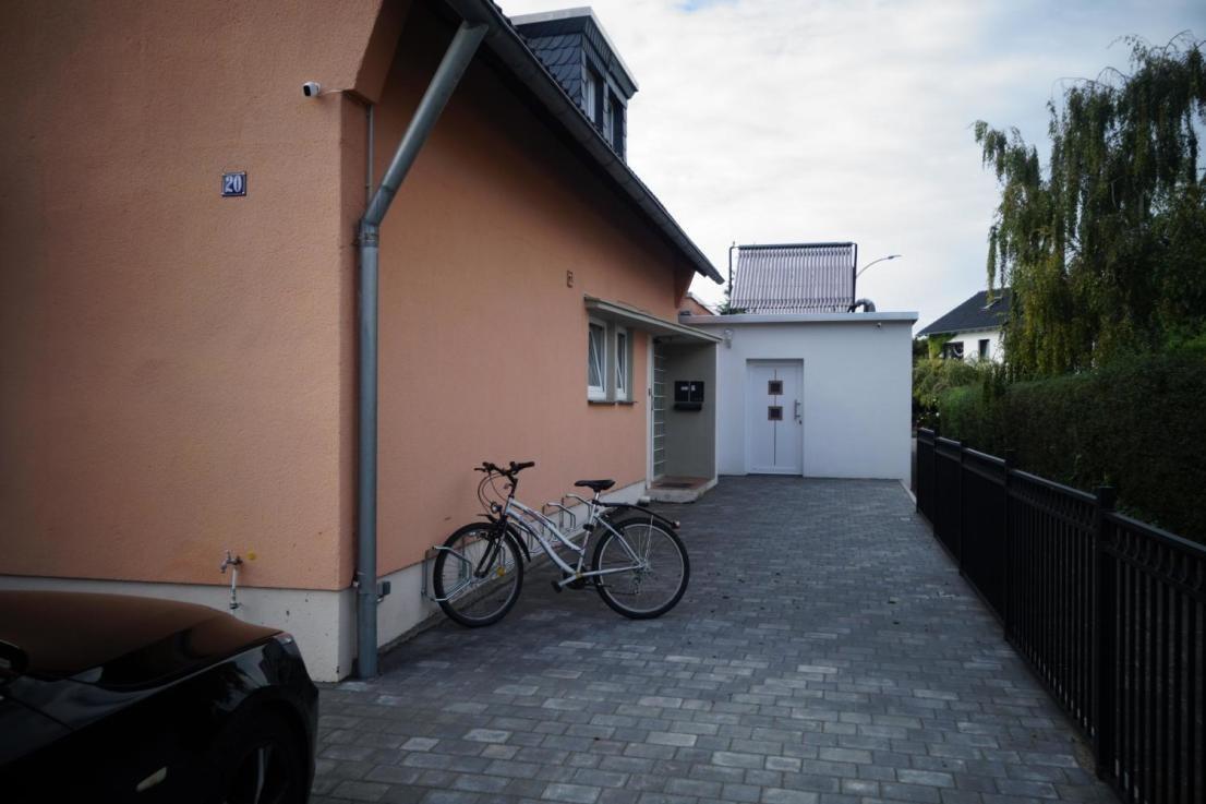 bright-newly-furnished-room-close-cologne-16fe97945ed31b9d23aca49a9ed976ec