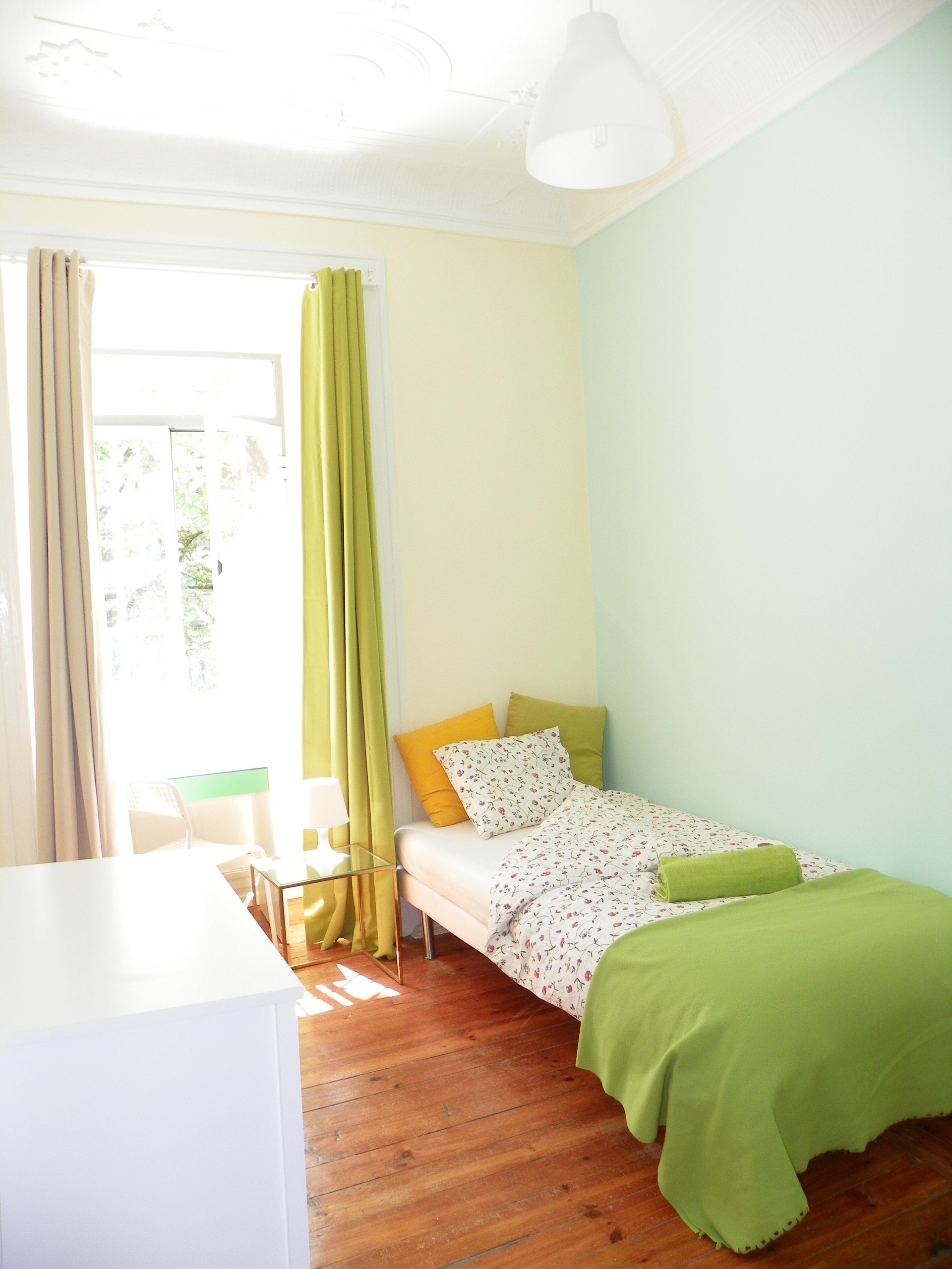 bright room in a student residence near main universities