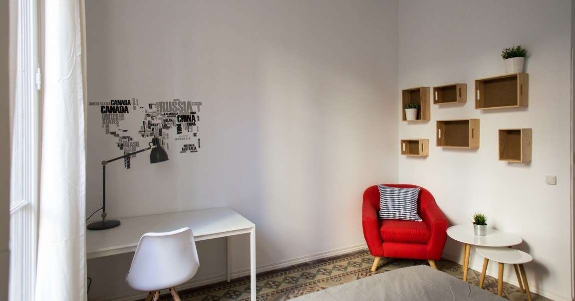 Bright room with terrace and double bed, in Gracia.