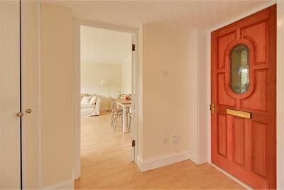 Bright And Spacious 1 Bedroom Flat In Comiston Drive Morningside