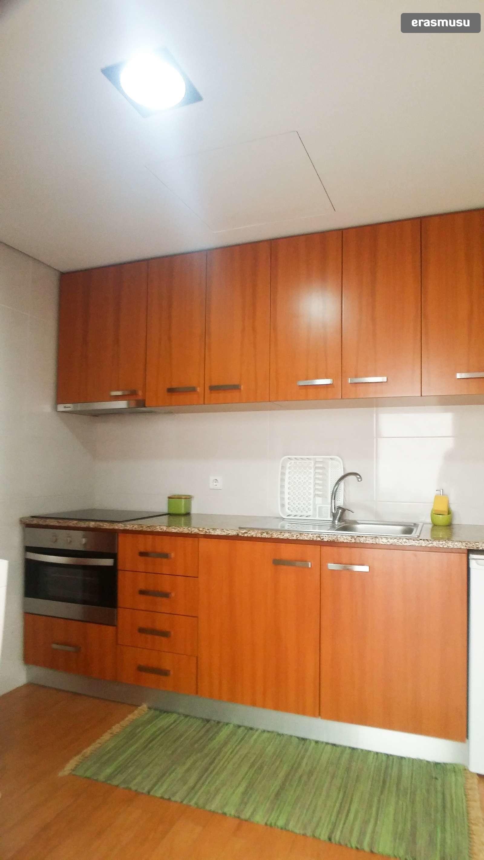 bright-studio-apartment-rent-cedofeita-3c9466b9b4d5b02029de4353c