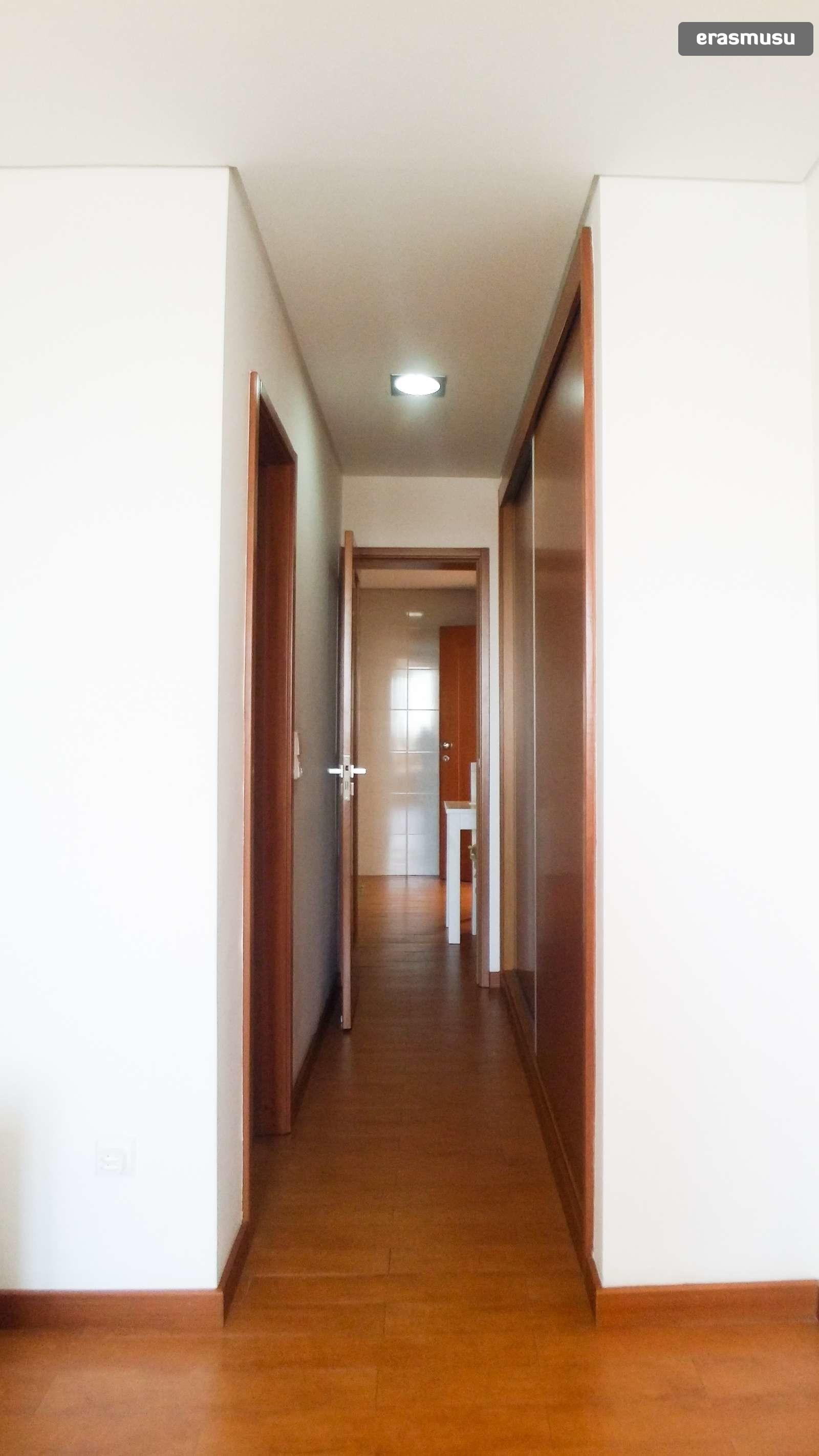 bright-studio-apartment-rent-cedofeita-89f7e6a5218efdabb15807ca3