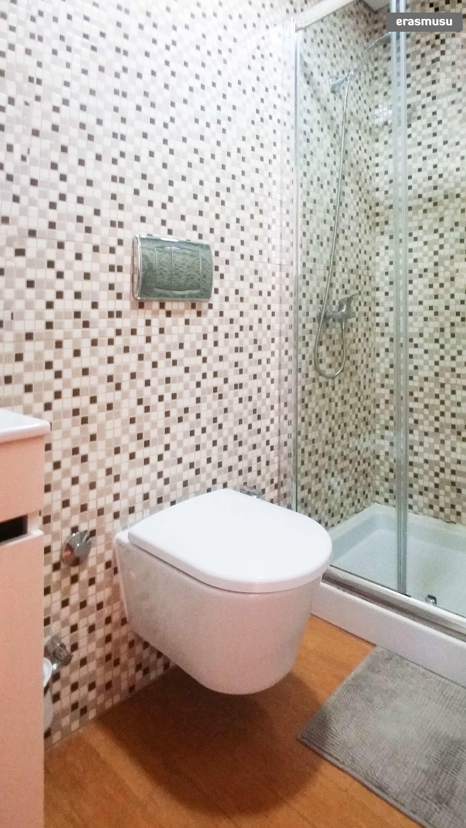 bright-studio-apartment-rent-cedofeita-91e061169d636331e69cdb712