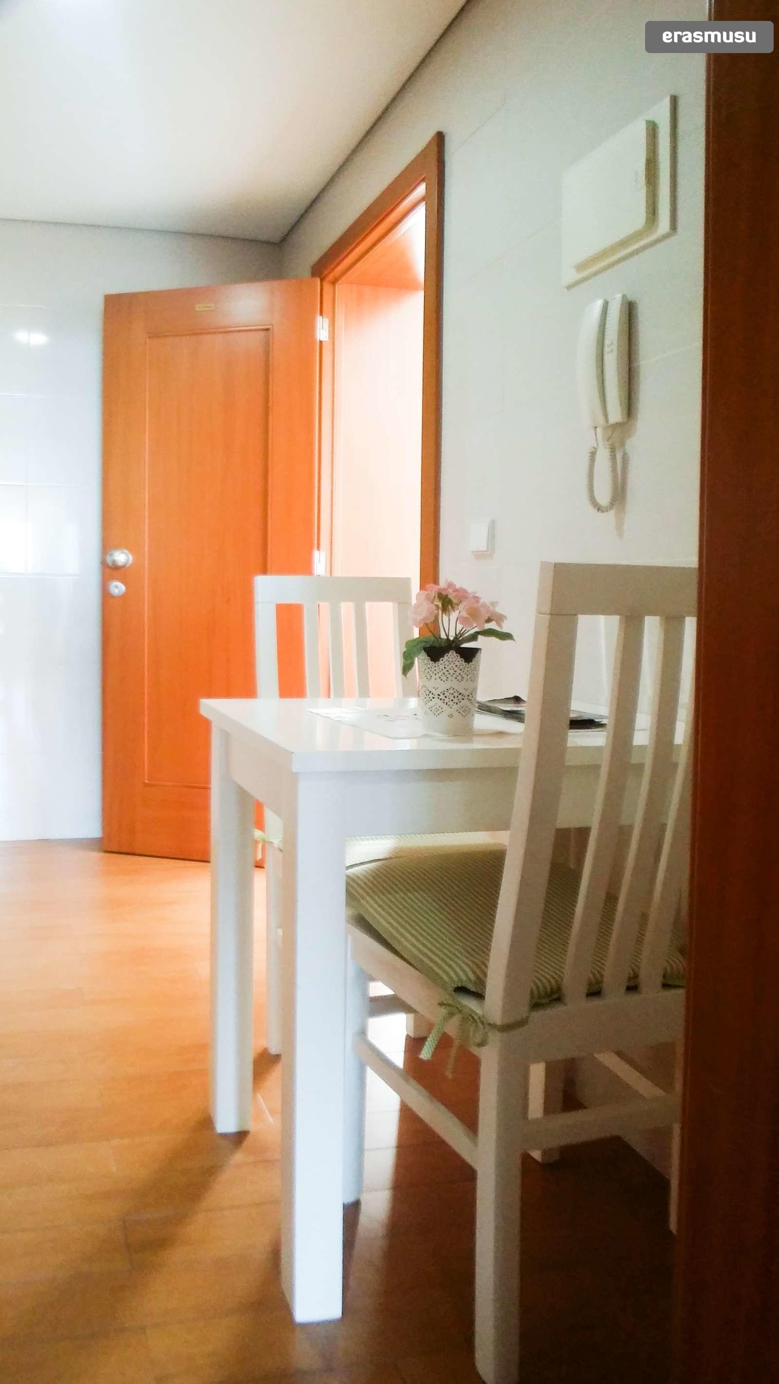 bright-studio-apartment-rent-cedofeita-b2e14a8fd90846d29f1820603