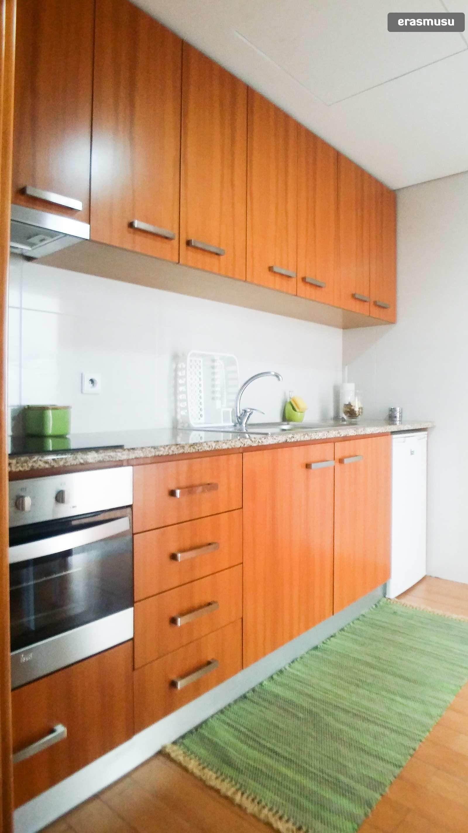 bright-studio-apartment-rent-cedofeita-f506ec6d2c9bb3c9415e6c6b9