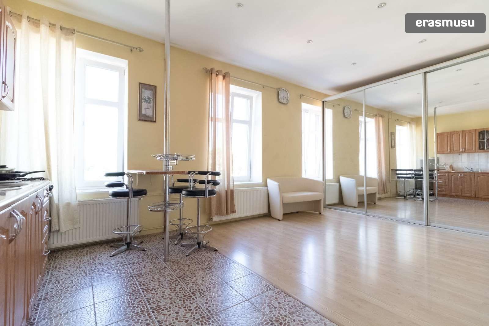 bright-studio-apartment-rent-centrs-064ee31f9e81008549567a095fb4