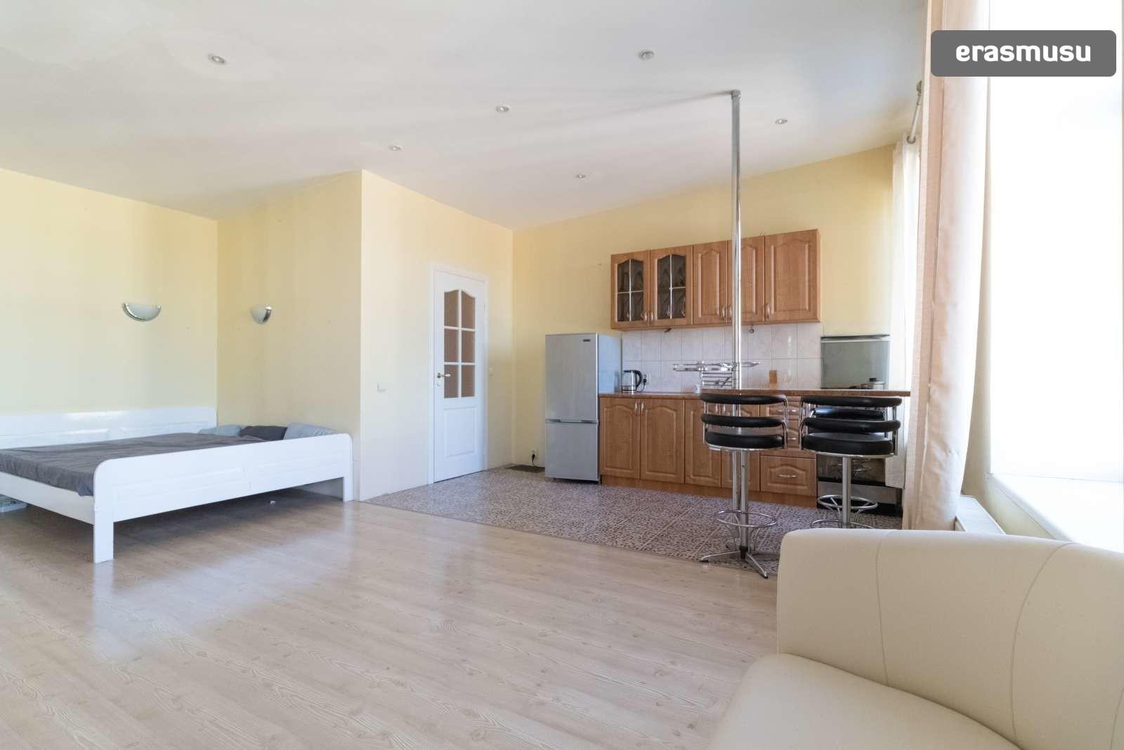bright-studio-apartment-rent-centrs-d1c856b7ec6465657d80b413c522