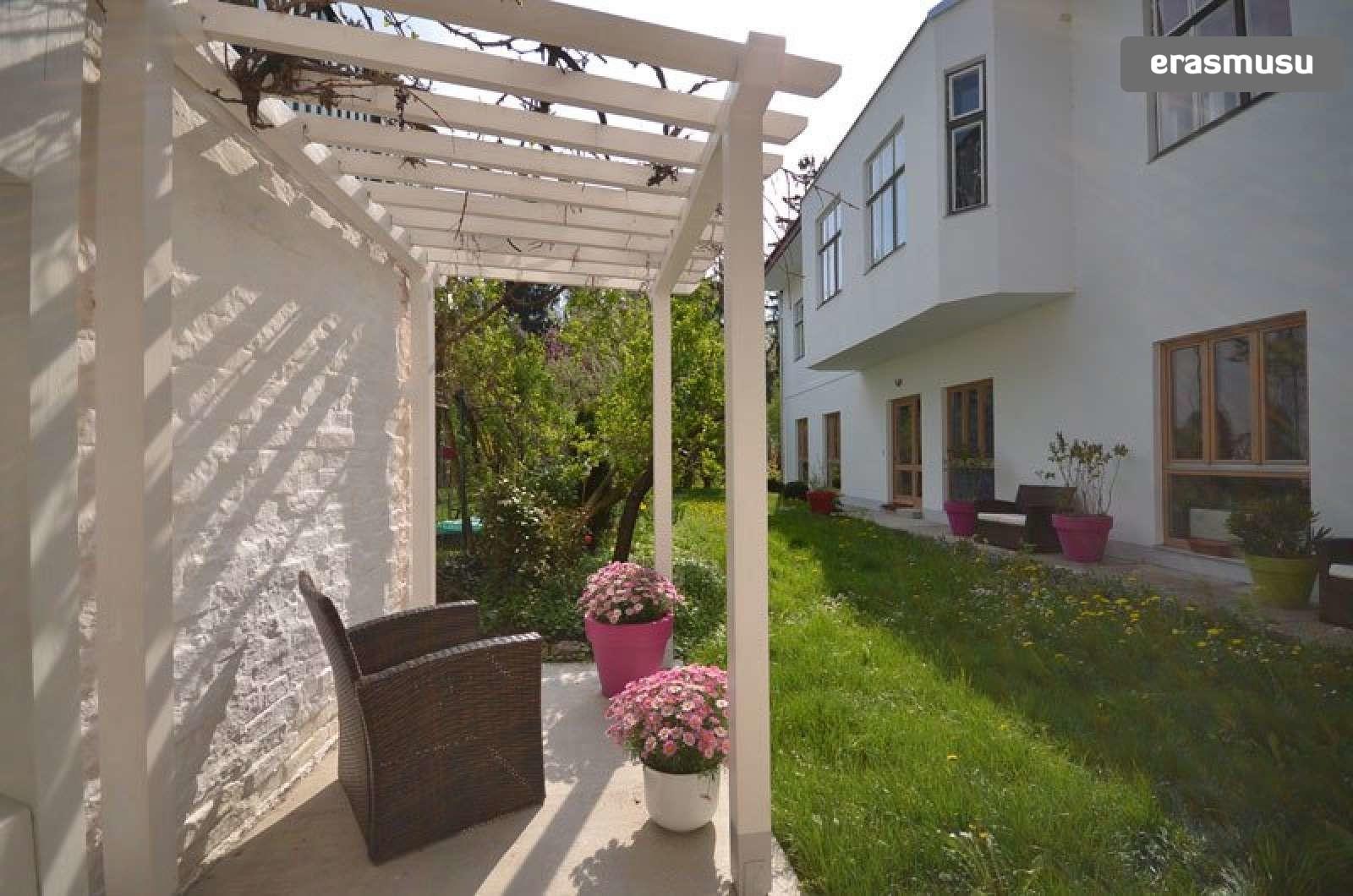 bright-studio-apartment-rent-near-ober-st-veit-u-bahn-station-3e
