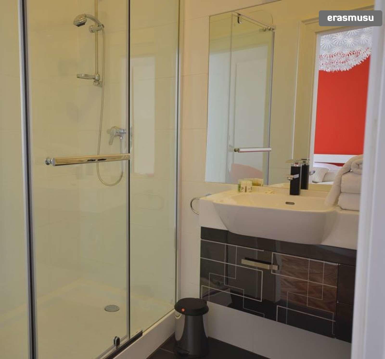 bright-studio-apartment-rent-near-ober-st-veit-u-bahn-station-46