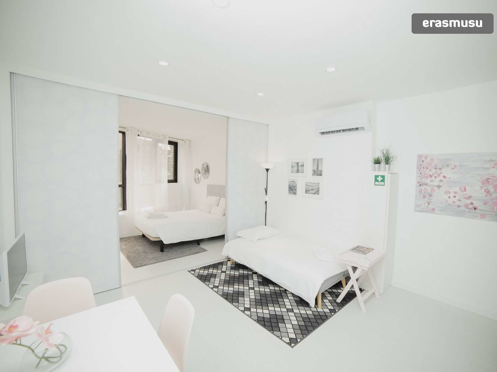 bright-studio-rent-santo-ildefonso-porto-0b8edbdce05711510989c8e