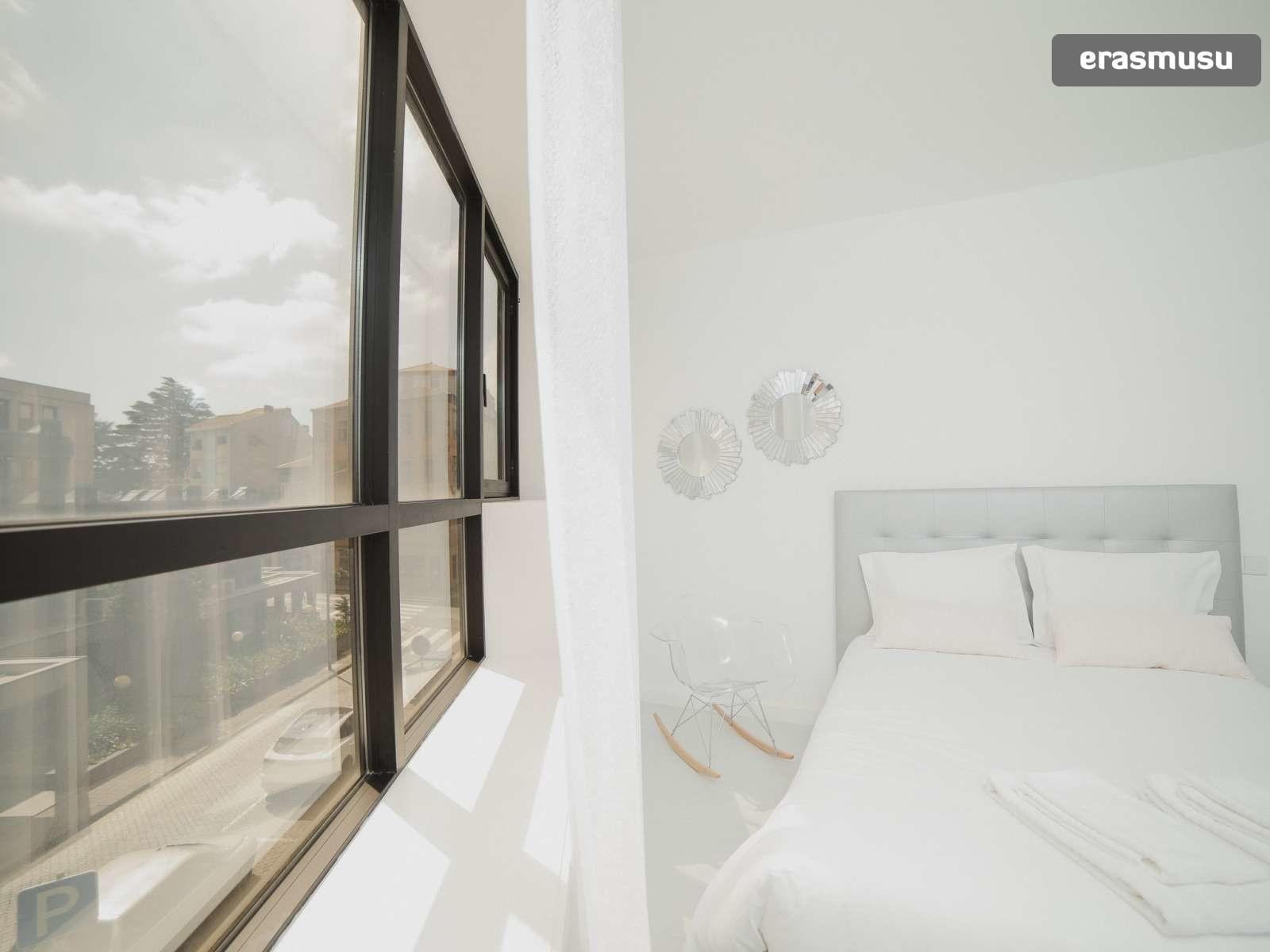 bright-studio-rent-santo-ildefonso-porto-413623644af9812229f9bcc
