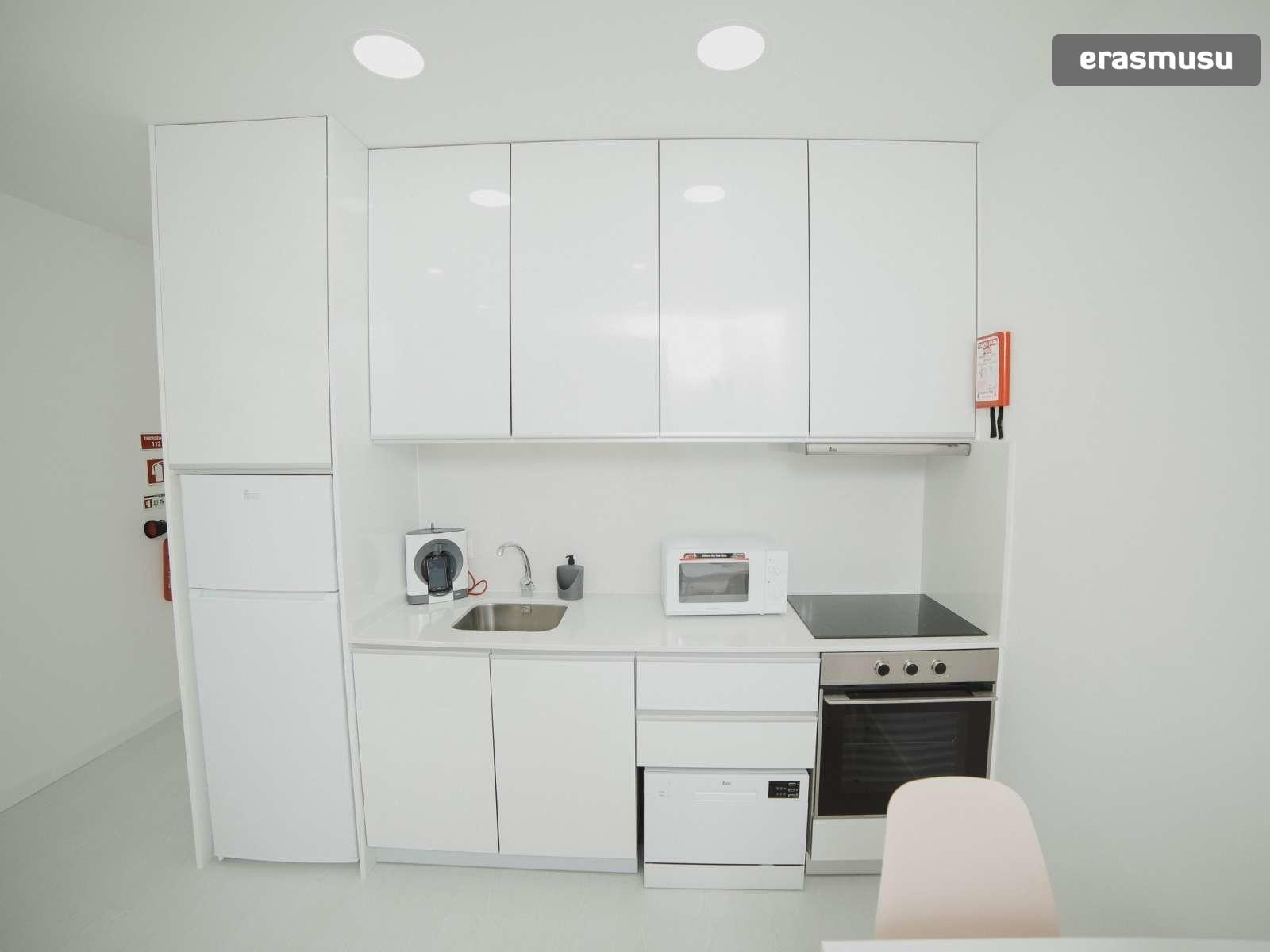 bright-studio-rent-santo-ildefonso-porto-bb2eaa74d89760724eaa8bb