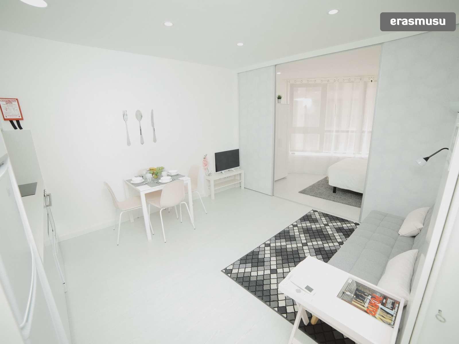 bright-studio-rent-santo-ildefonso-porto-d064b70430047130010ca34