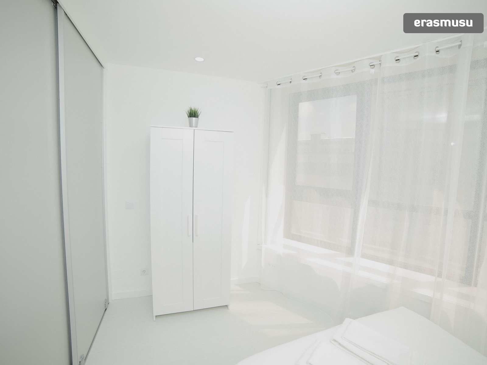 bright-studio-rent-santo-ildefonso-porto-d549de26341b9e312d2d480