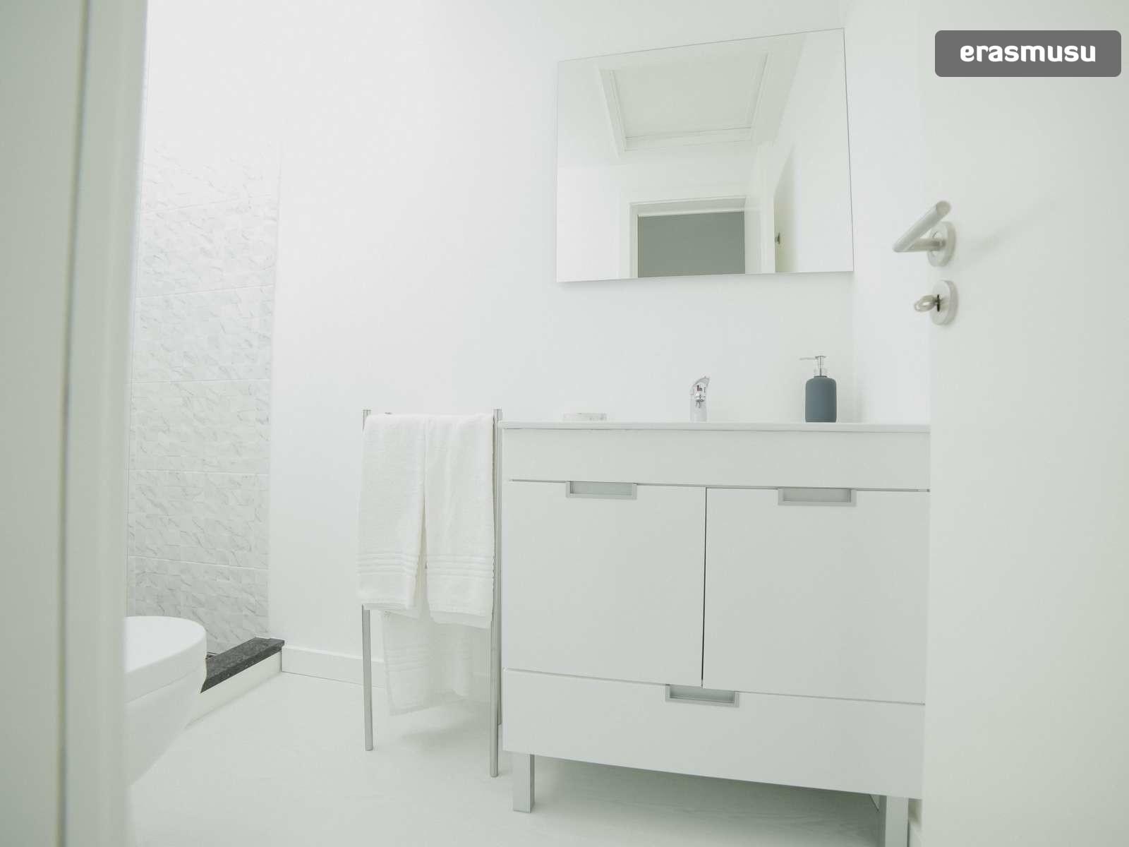 bright-studio-rent-santo-ildefonso-porto-dd9f41155a012df56f5a892