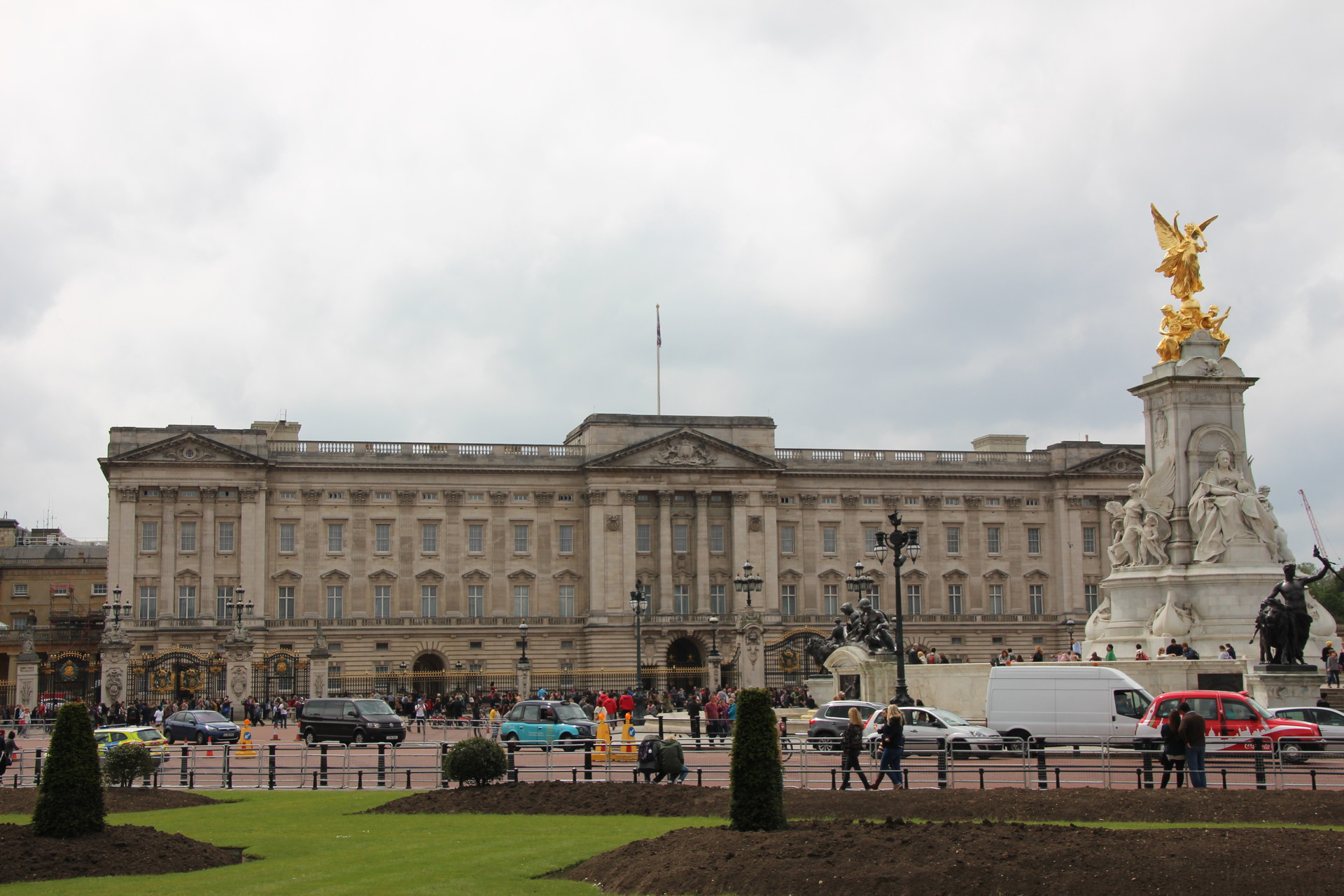 buckingham-palace-vitoria-memorial-and-s