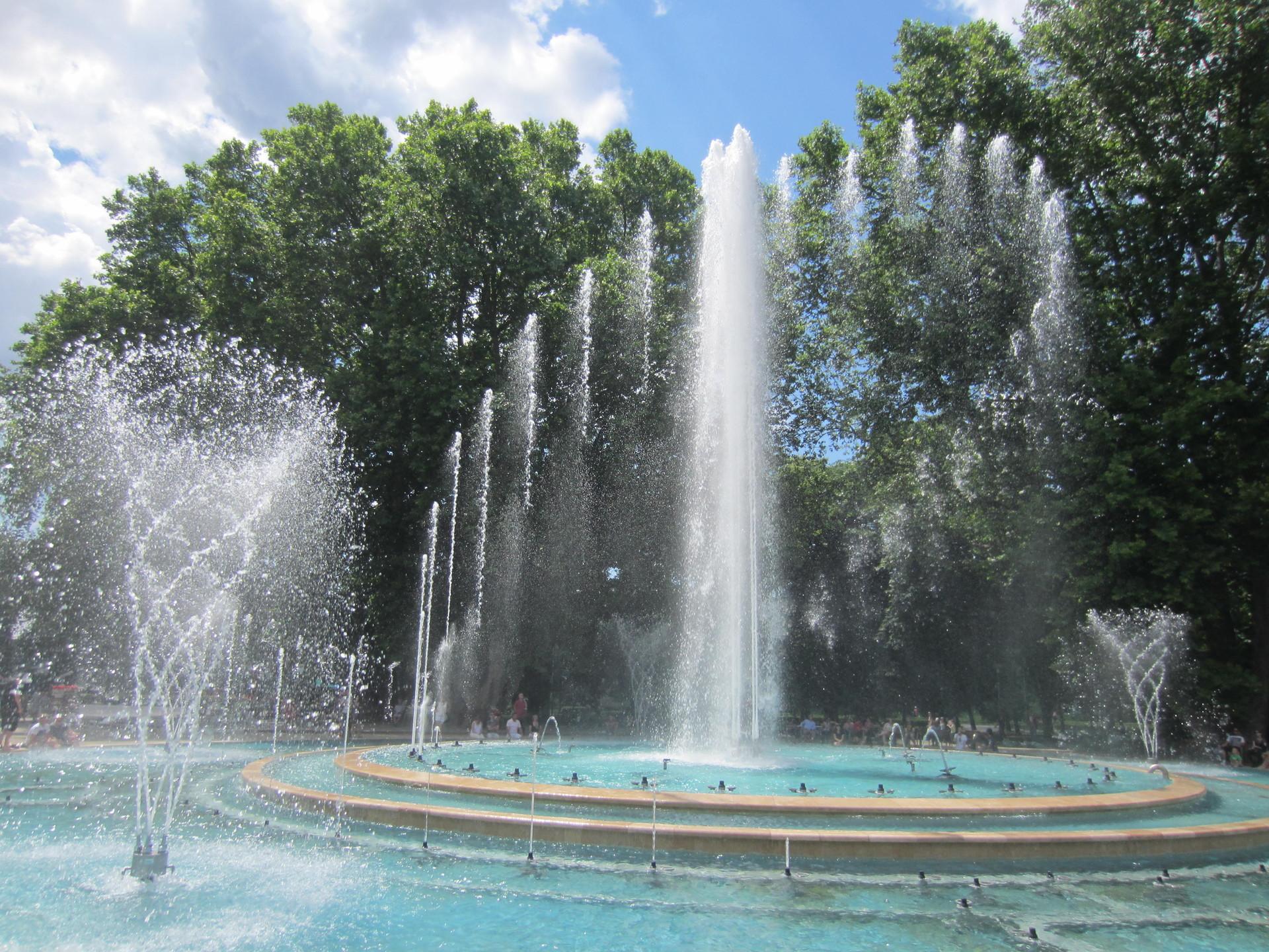 """Résultat de recherche d'images pour """"fontaine musicale budapest"""""""