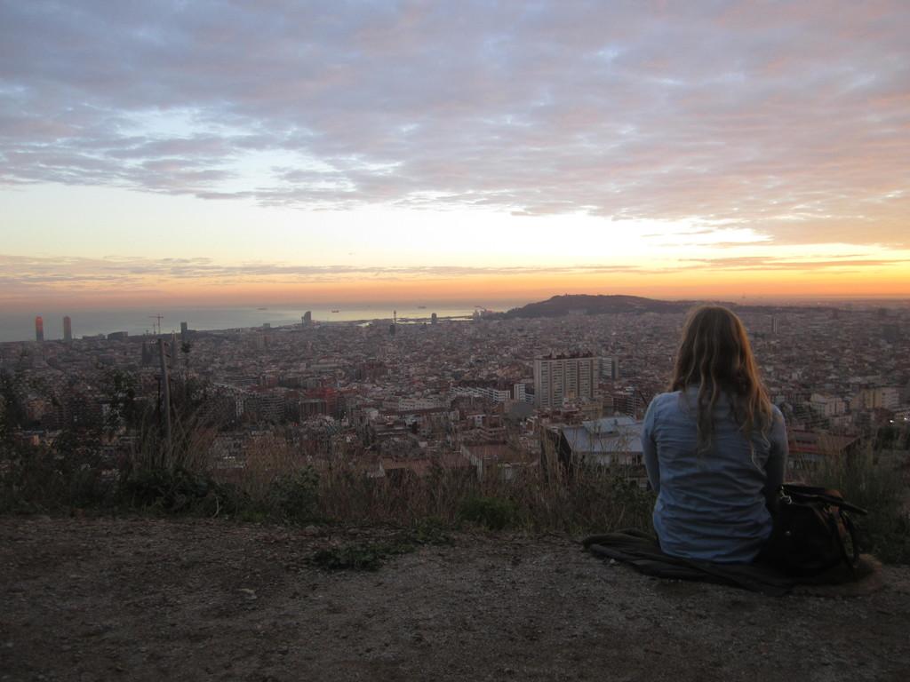 Bunker del Camel'den gün batımında Barselona görünümü