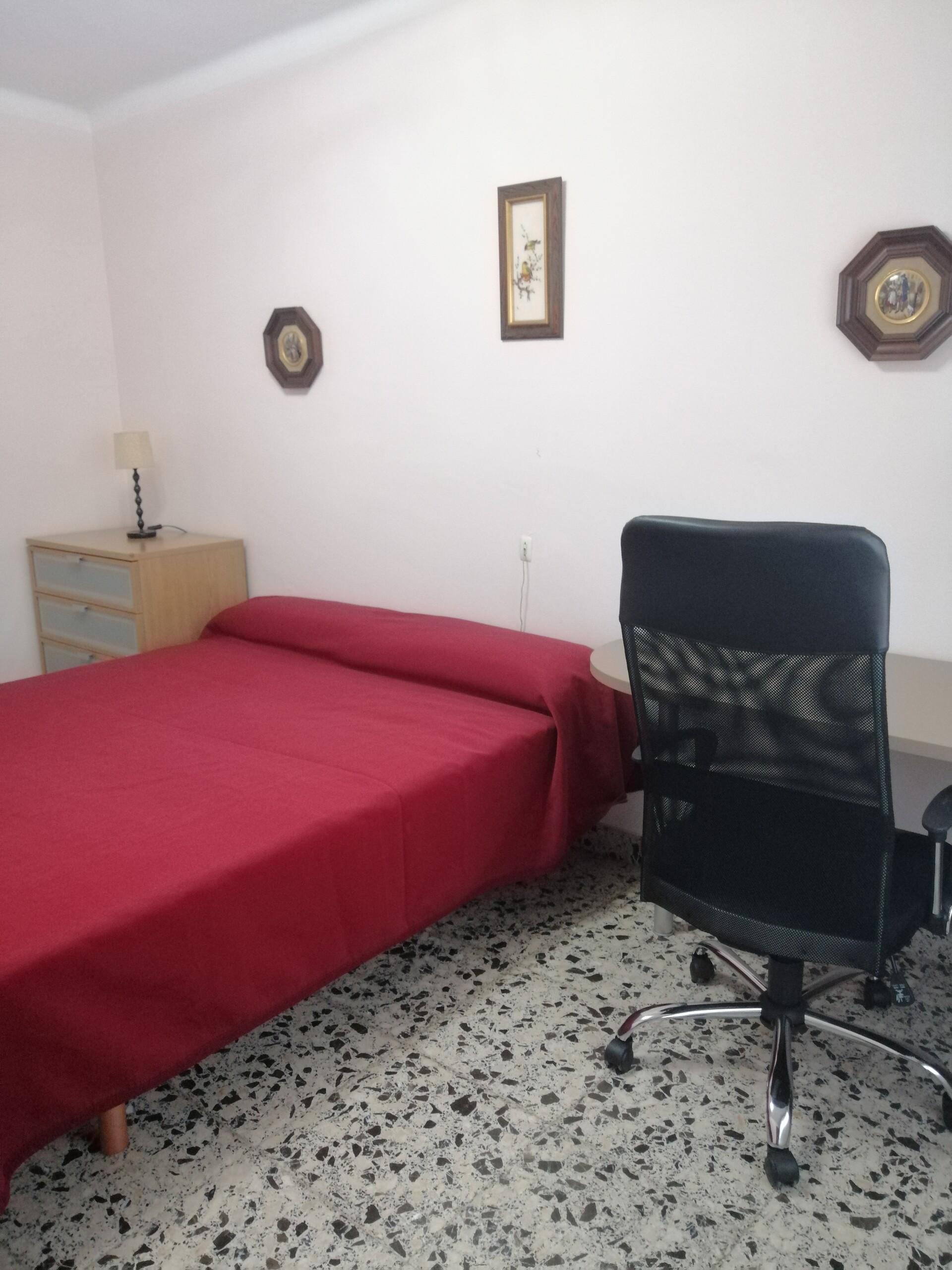 Amplia y luminosa habitación en el centro de Palma
