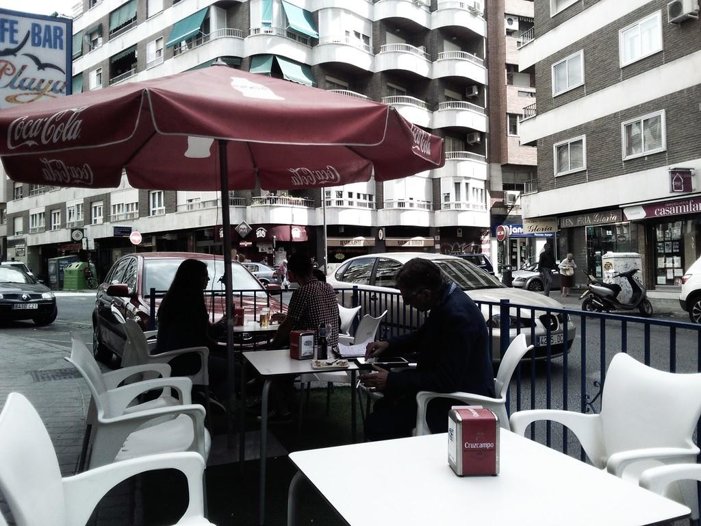 cafe-bar-la-playa-115fddd51bc75978d5c5f1