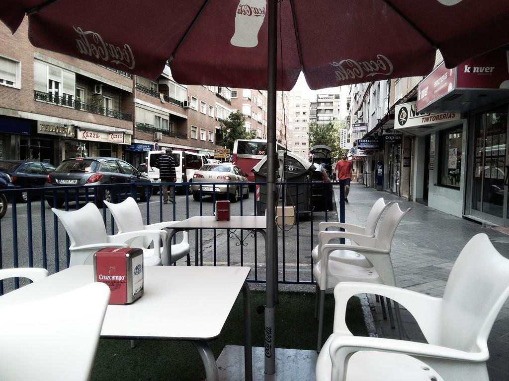 cafe-bar-la-playa-27ccec45a743d39fecad28