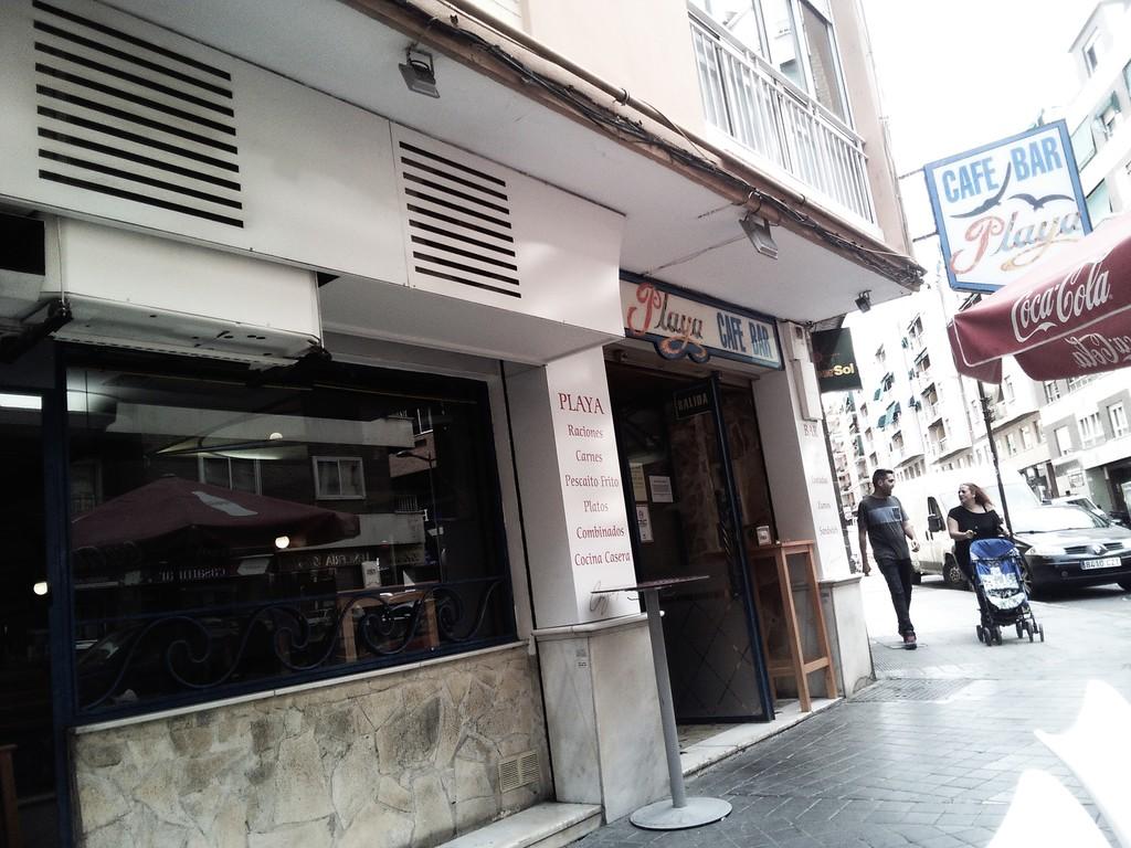 cafe-bar-la-playa-e3e0b25c45683c90d8c20d
