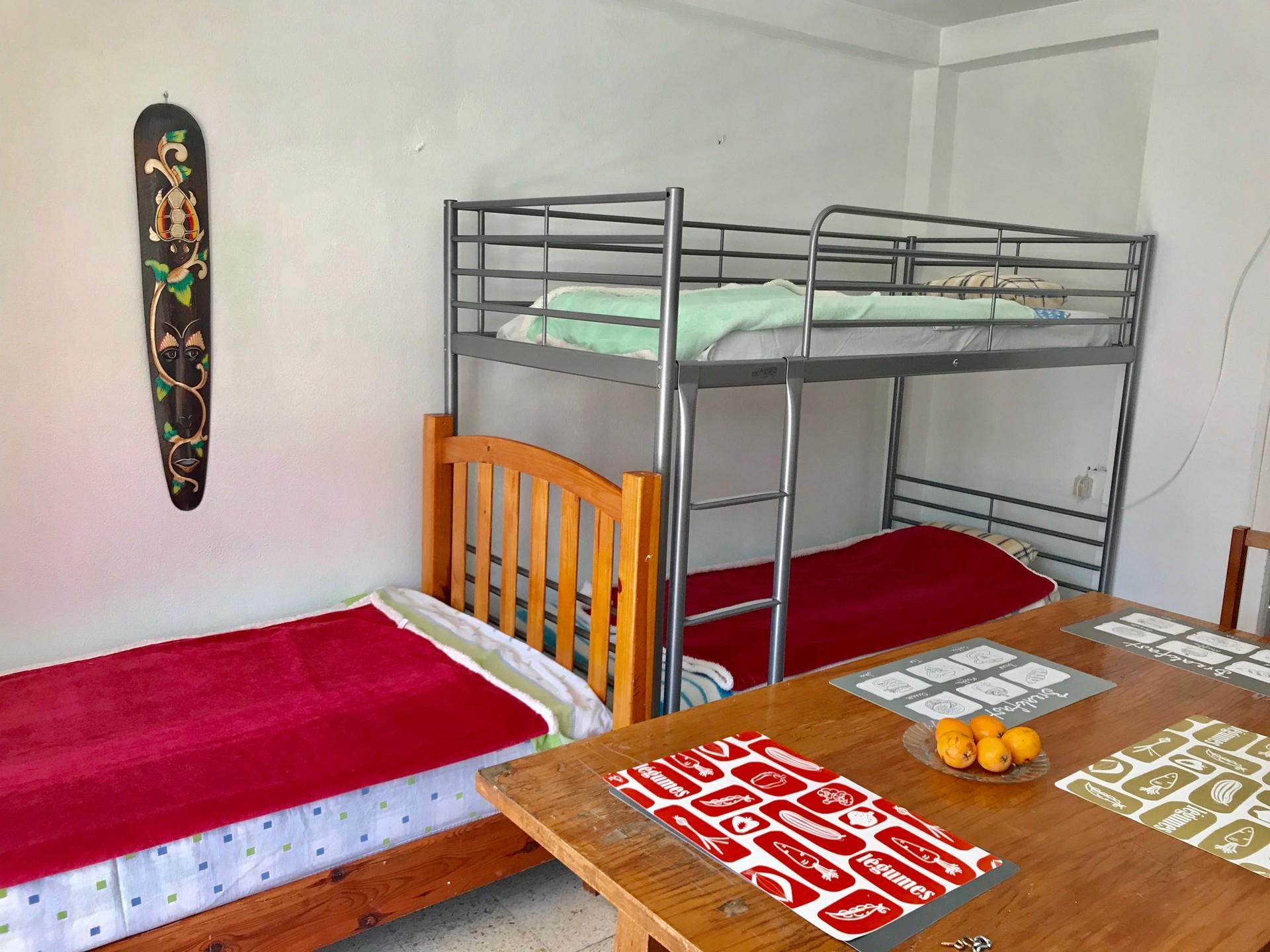 Cama en habitacion de 3 camas