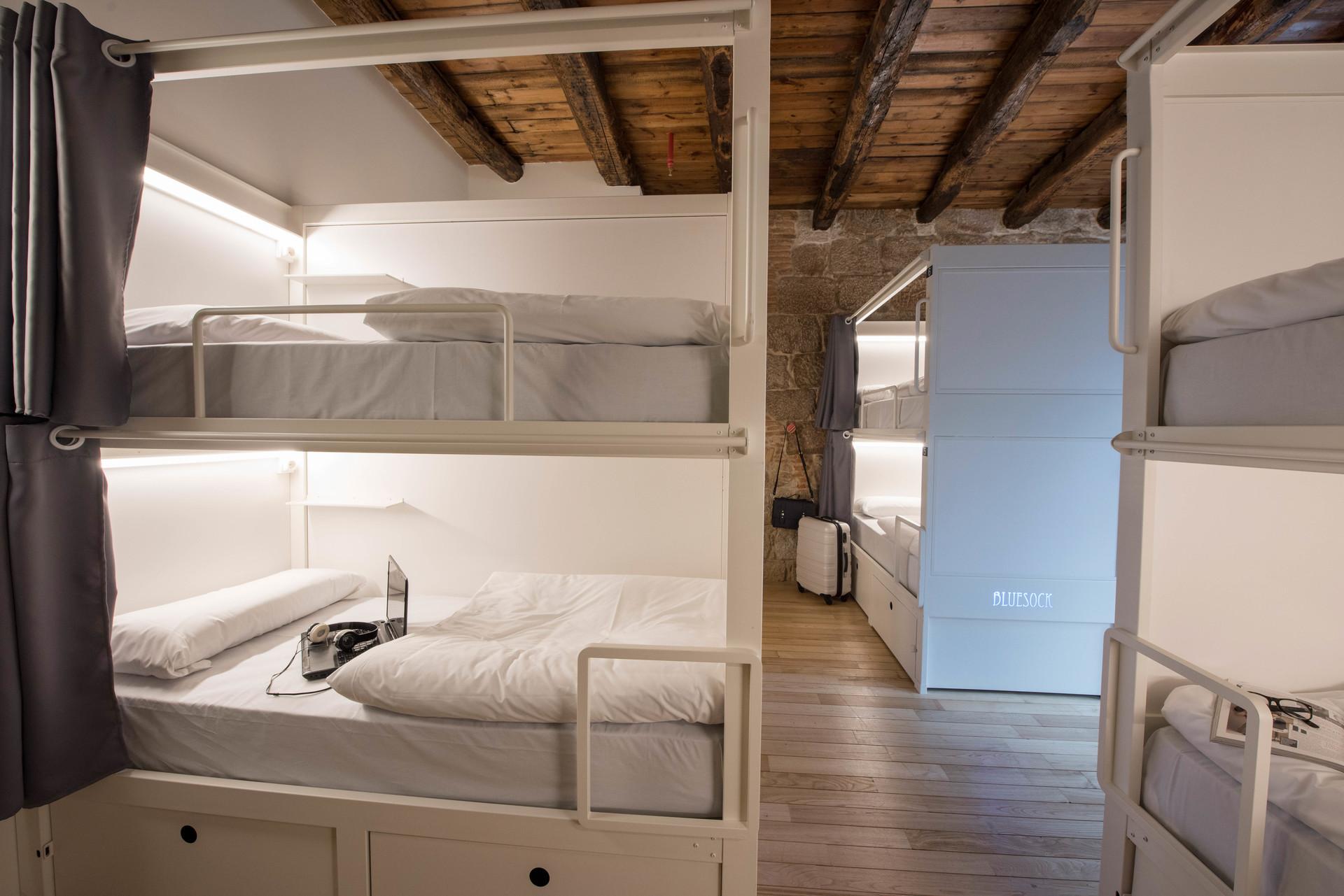 Cama individual en habitaci n con literas alquiler for Habitacion con litera