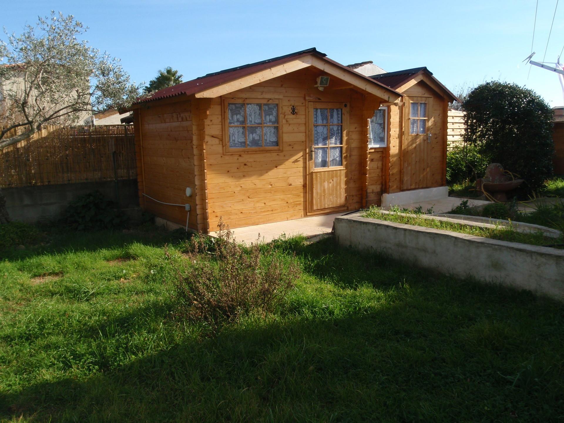 NÎMES: petit CHALET meublé,ds le jardin d\'une villa,piscine,barbecue ...