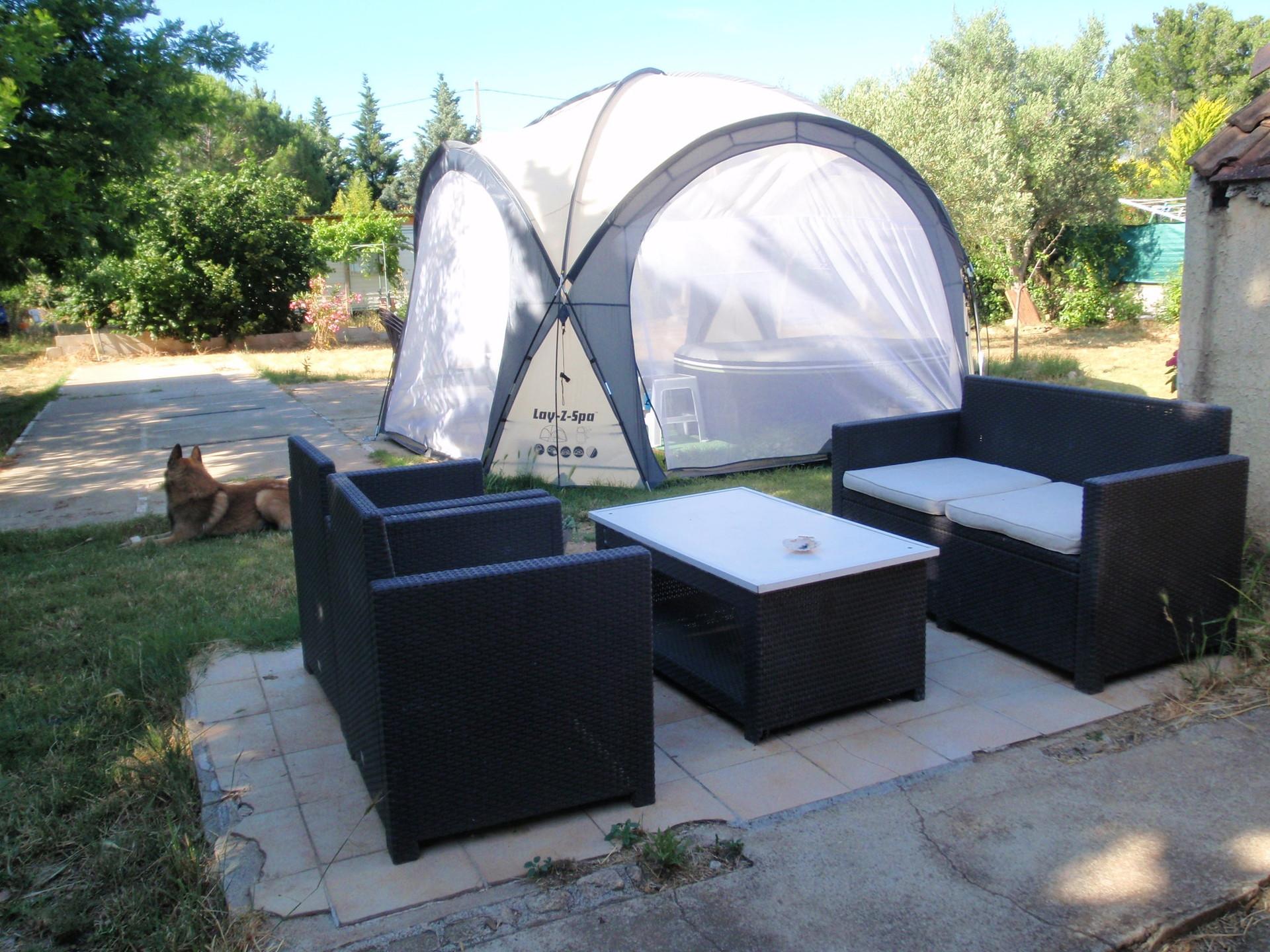 NÎMES: petit CHALET meublé,ds le jardin d\'une villa,piscine ...
