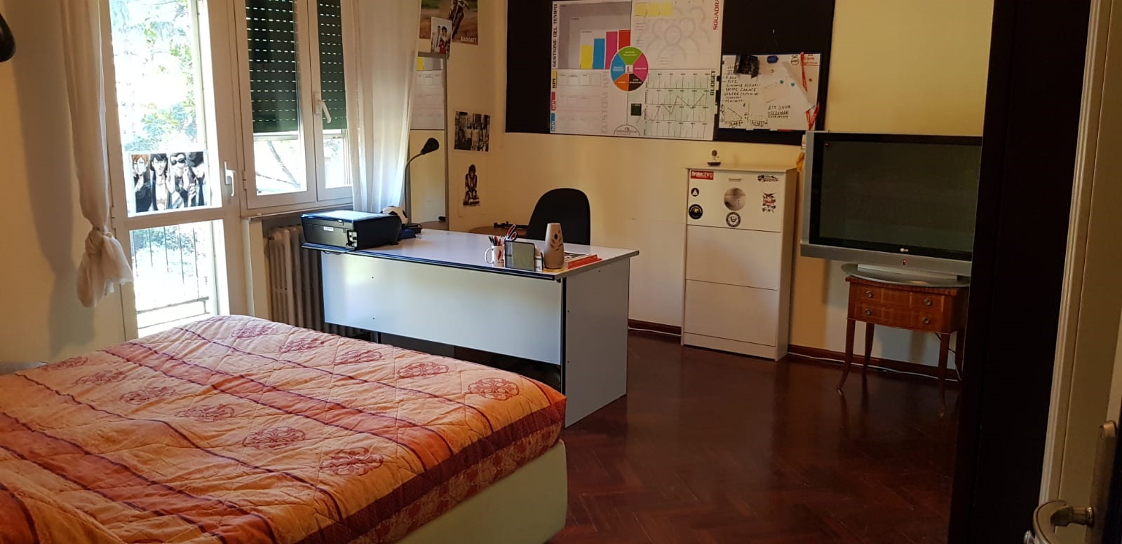 Room For Rent In 3 Bedroom Apartment In Perugia With Storage Area And With Fireplace