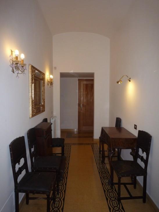 Camera doppia con cabina armadio e bagno privato vicino for Cabina armadio attraverso il bagno