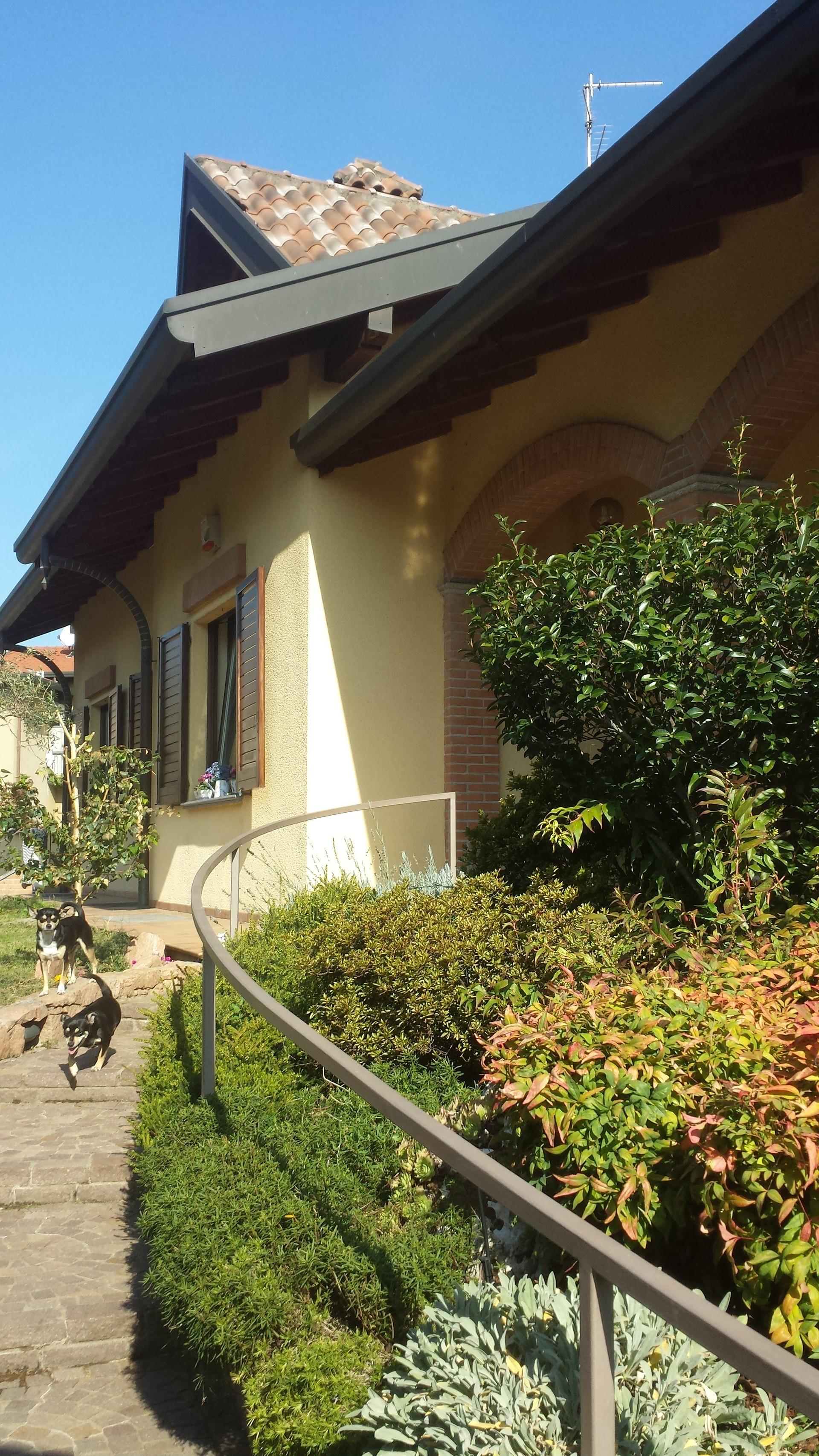 camera-doppia-finemente-arredata-in-villa-giardino-d7207bdd1c61d5aa8c37b1b3794e8bdf