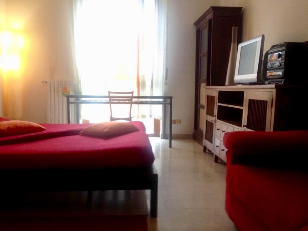 Camere Con Divano Letto : Camera doppia tripla ampia e confortevole con letto matrimoniale e