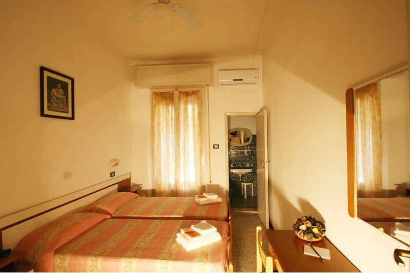 camera in affitto luminisa con balcone