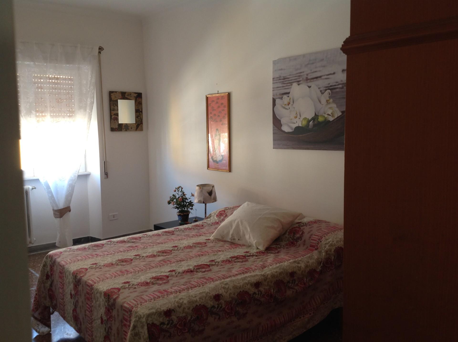 Camera Matrimoniale A Roma.Camera Matrimoniale Luminosa E Silenzioso Ultimo Piano Zona Marconi Roma Tre