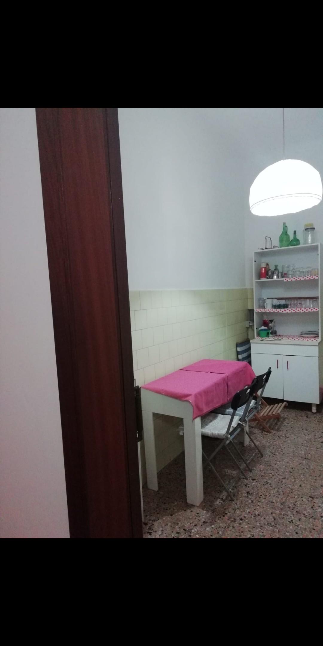 Camera in appartamento luminoso a Lecce, tra Università e centro