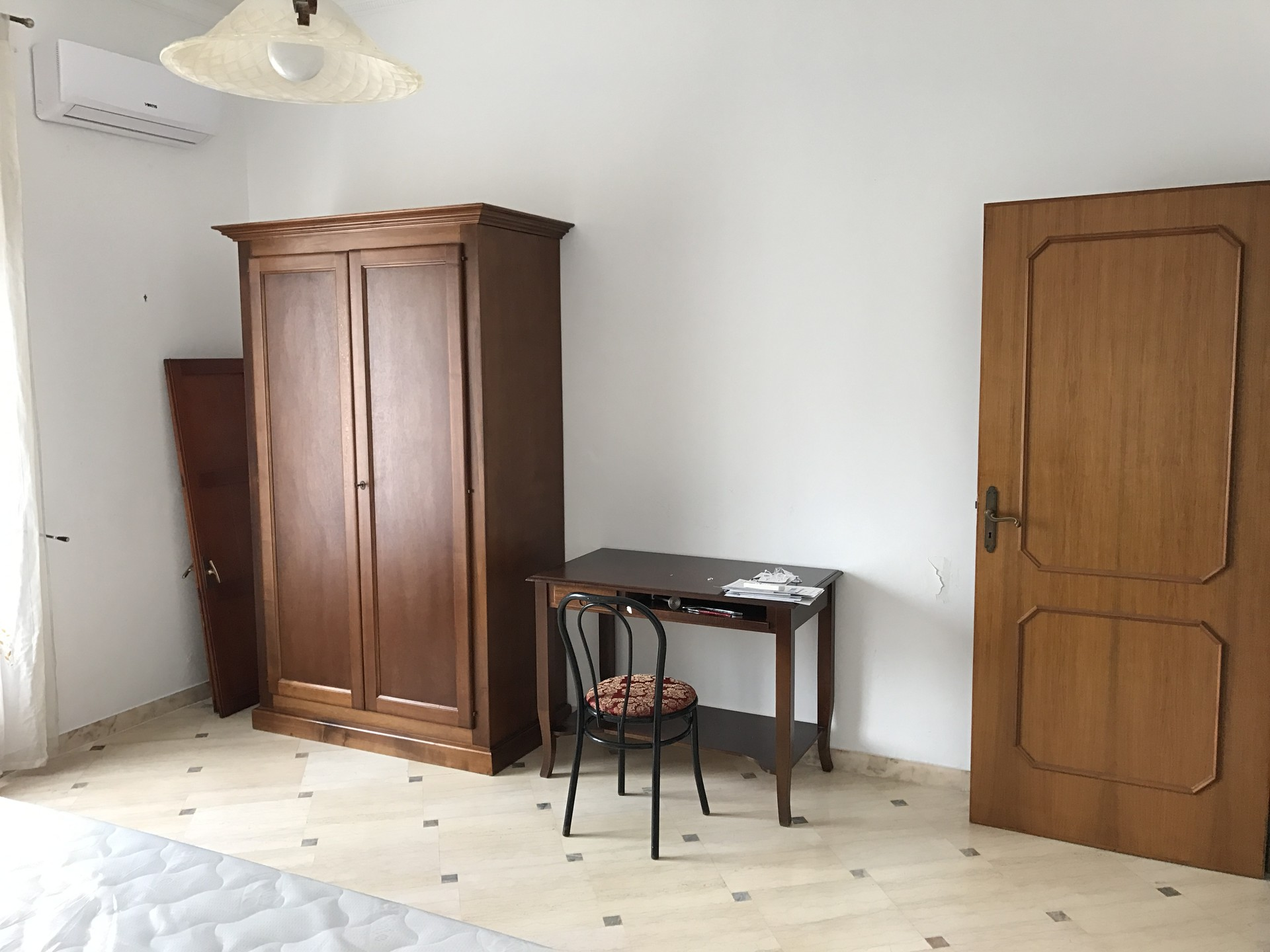 Camera con letto matrimoniale e balcone privato per studenti- studentesse  con BICI e Wi-Fi