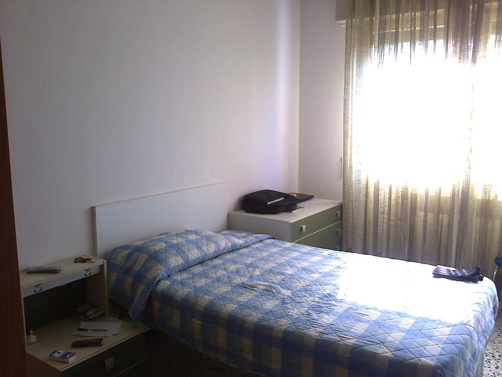 Camera matrimoniale per singolo o coppia al pilastro san for Affitto stanza bologna