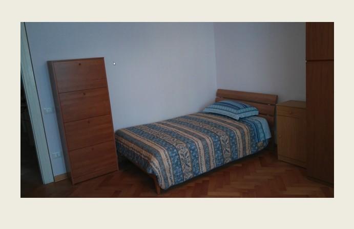 Camera per ragazza con letto di una piazza e mezza stanze in