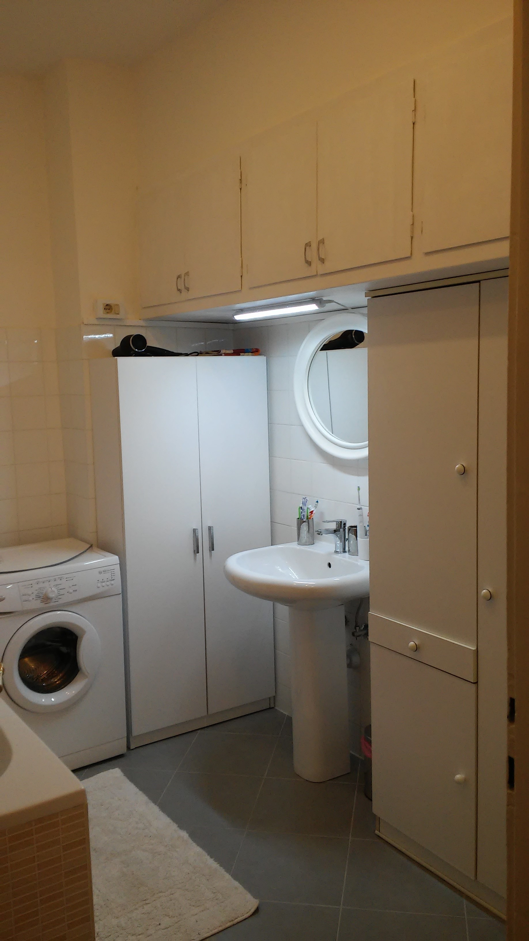 Room for rent in 2-bedroom apartment in Trieste