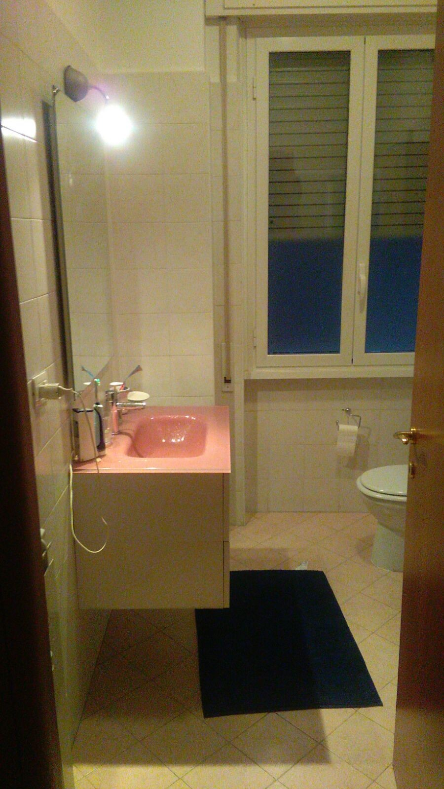 Camera roma nomentana room for rent rome for Camera roma