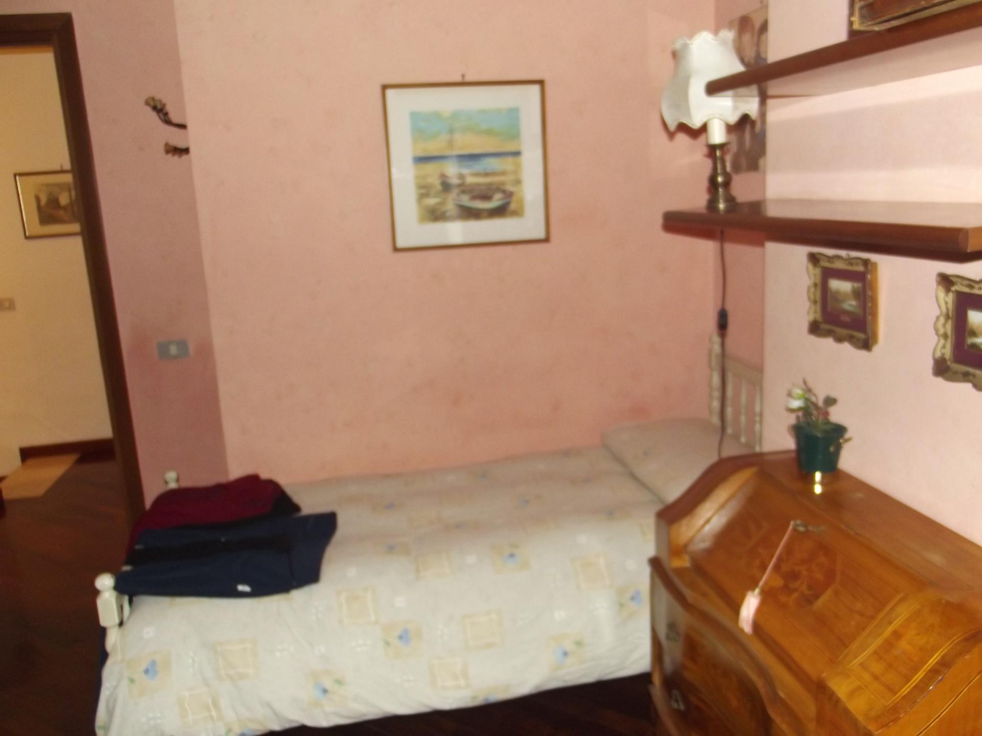 Camera singola con bagno privato in appartamento bilivello | Stanza ...