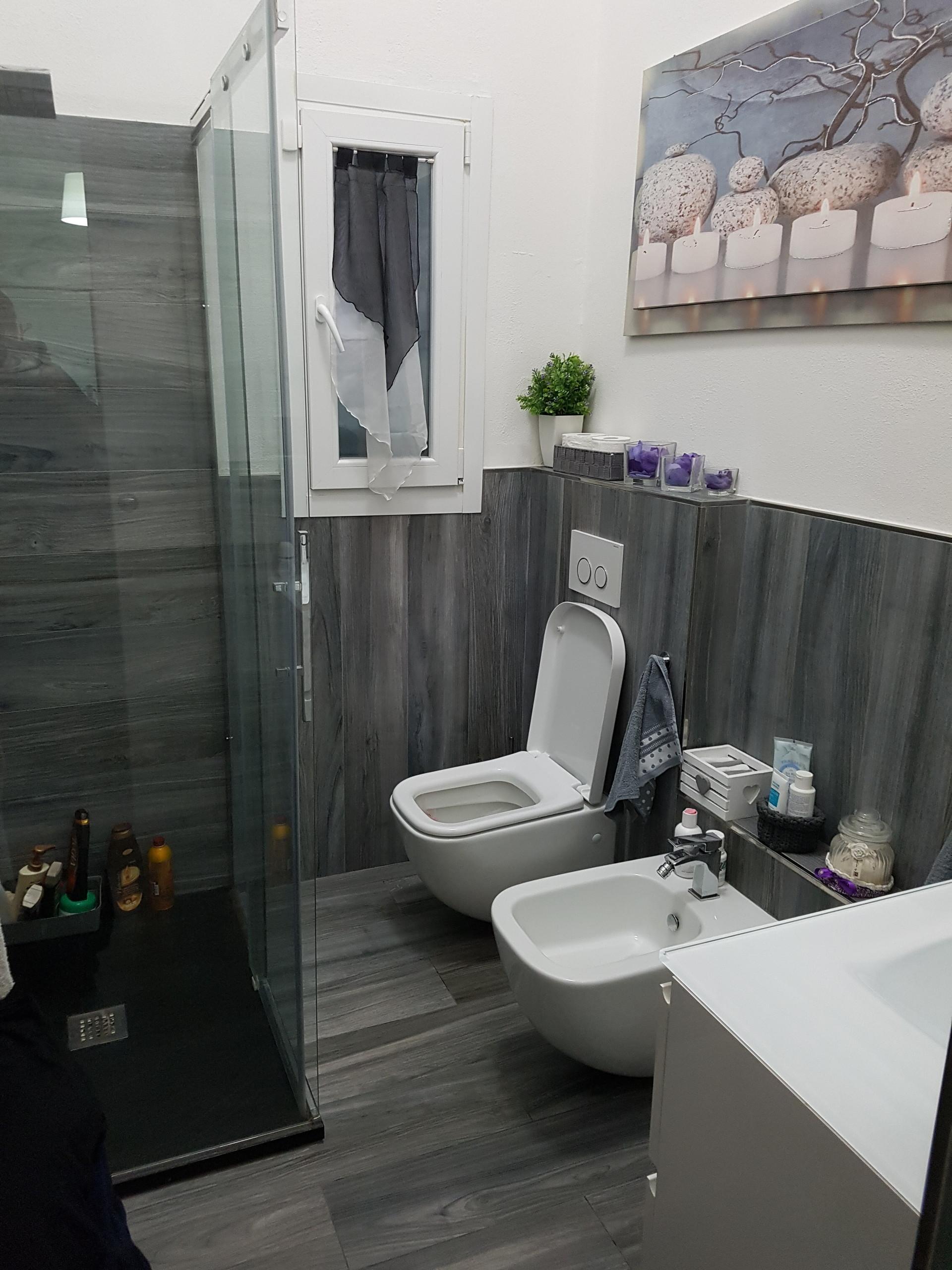 Camera singola o doppia di 20 mt quadri con uso bagno - Quadri in bagno ...