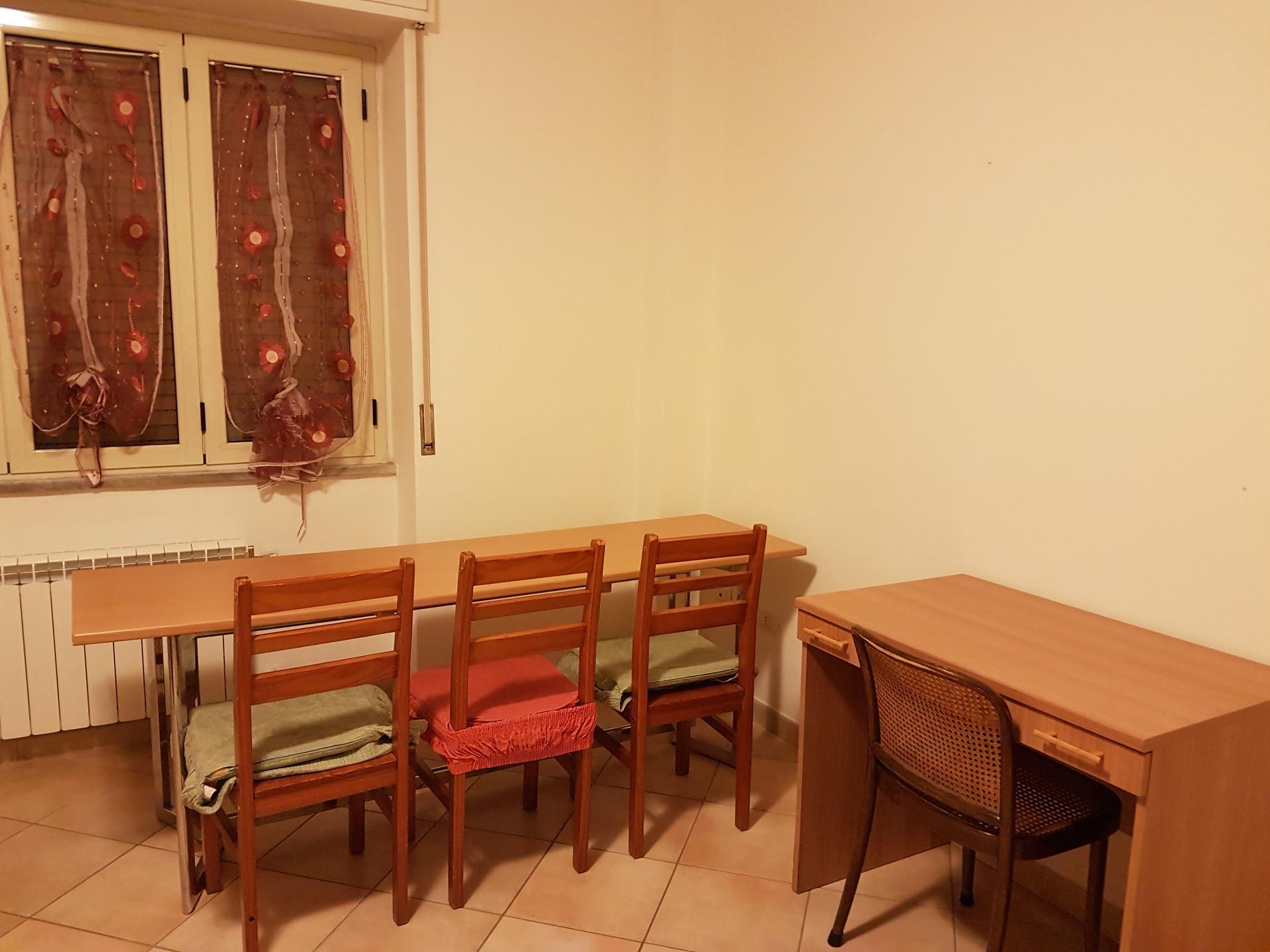 Camera singola in appartamento di 3 camere